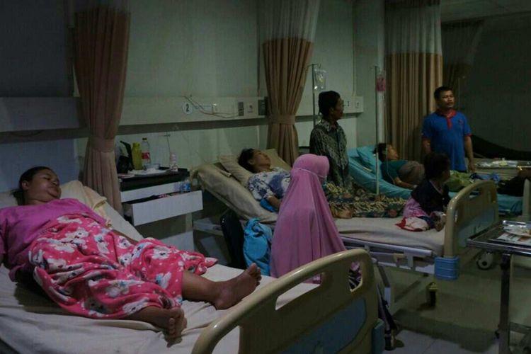 Belasan warga Desa Kutamekar, Kecamatan Ciampel, Kabupaten Karawang  mengalami keracunan akibat kebocoran gas Caustic Soda PT Pindo Deli Pulp and Paper Mills 2.