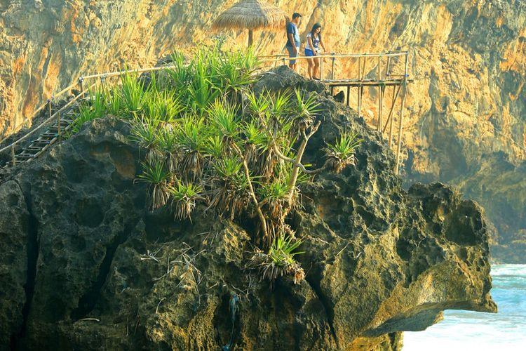 Pantai Nglambor, Satu dari Pantai Indah di Gunungkidul Yogyakarta