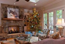 Agar Pohon Natal Tetap Segar, Ini Caranya...