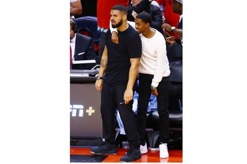 Gaya Kasual ala Drake dengan Arloji Richard Mille Rp 11 Milliar