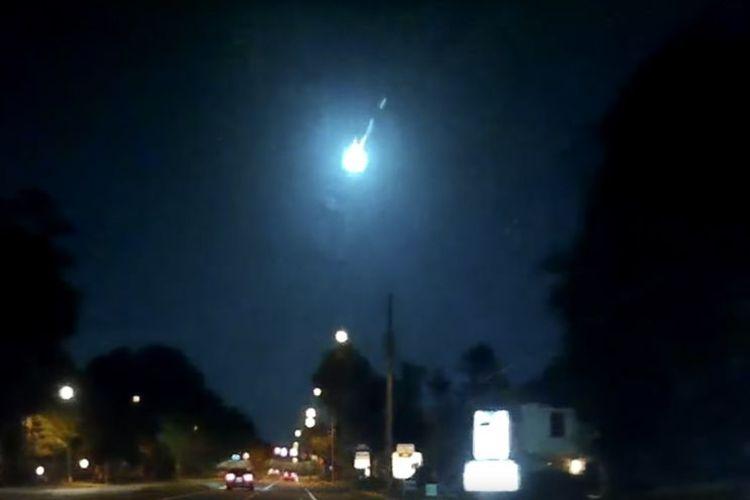Bola api kehijauan tertangkap kamera di Florida
