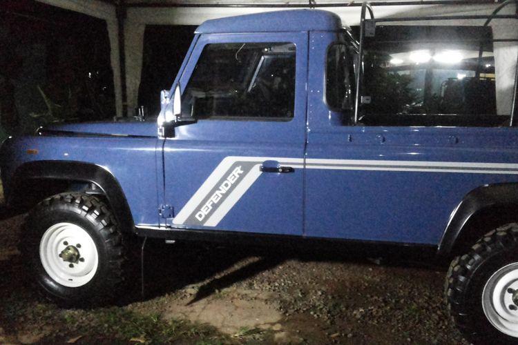 Inilah penampakan mobil Land Rover Defender 110 County yang sempat dinaiki Presiden Joko Widodo. Kendaraan ini merupakan mobil produksi lama yang kemudian diperbaiki hingga akhirnya dapat digunakan saat peresmian Tol Becakayu.