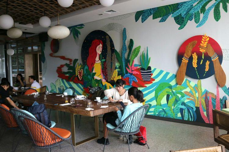 Roca resto, di Artotel Yogyakarta, yang di desai dengan karya instalasi dari beberapa senima Yogyakarta.