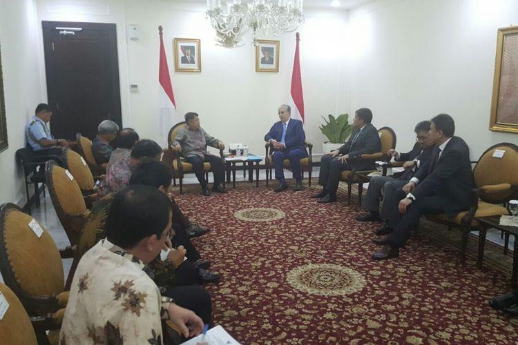 Wakil Presiden RI, Jusuf Kalla menerima Kunjungan Ketua Senat Parlemen Republik Kazakhstan Kassym-Jomart Tokayev dan rombongan, di Kantor Wakil Presiden RI, Jakarta, Rabu (14/3/2018).