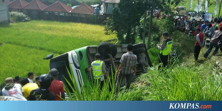 Bus Terguling Saat Menanjak Menuju Telaga Sarangan, Tiga Orang Tewas