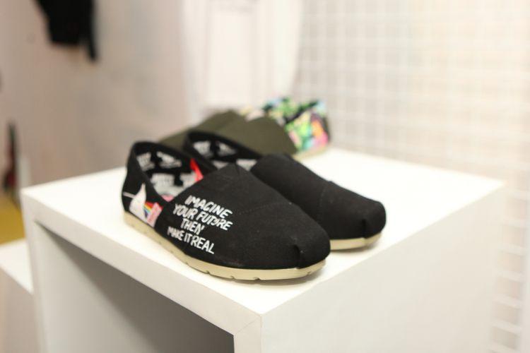 Salah satu sepatu kolaborasi Wakai dan seniman Jeremyville.
