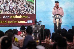 Dituduh Anak Pengusaha Singapura, Jokowi Jawab 'Saya Anak Kampung'