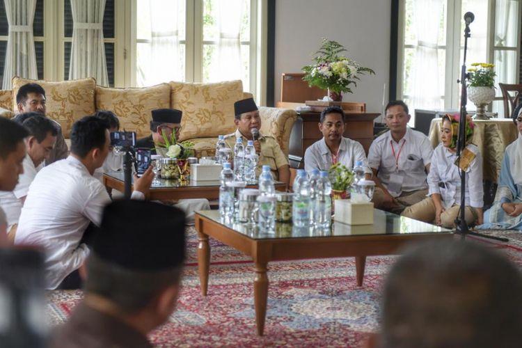 Calon presiden nomor urut 02 Prabowo Subianto saat menggelar acara Prabowo Menyapa di Graha Intan Balarea, Garut, Jawa Barat, Sabtu (17/11/2018).