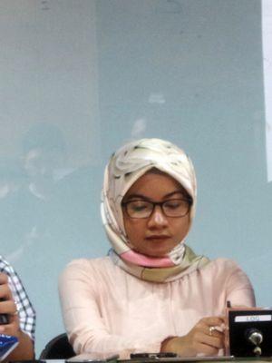 Akademisi Ilmu Hukum Abdul Fickar Hadjar dan peneliti ICW Almas Sjafrina saat memberikan keterangan pers terkait pembentukan pansus hak angket KPK, di kantor Indonesia Corruption Watch (ICW), Kalibata, Jakarta Selatan, Minggu (11/6/2017).