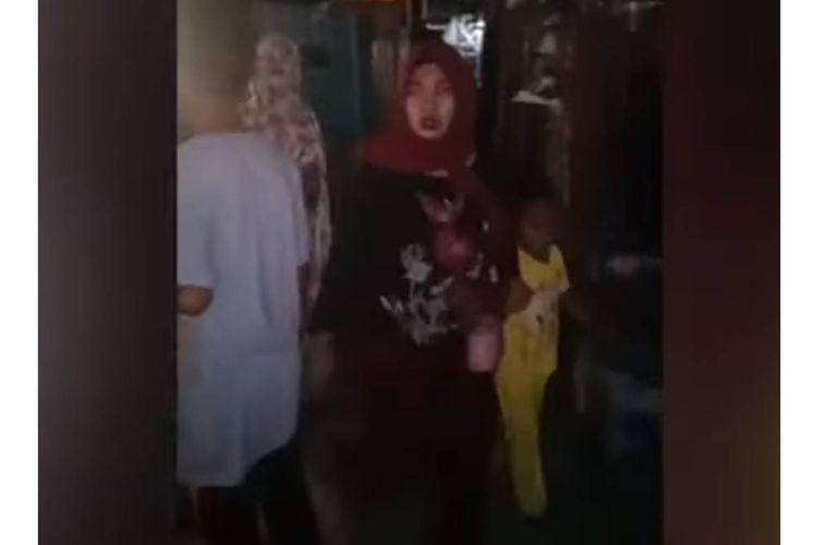 Gempa bermagnitudo 6,9 mengguncang Banggai Kepuluan, Sulawesi Selatan, Jumat (12/4/2019). Video kepanikan warga beredar di media sosial.