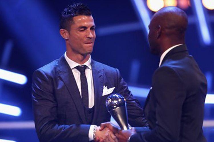 Cristiano Ronaldo meraih penghargaan Pemain Terbaik 2017 pada FIFA The Best Football Awards di London, Senin (23/10/2017).