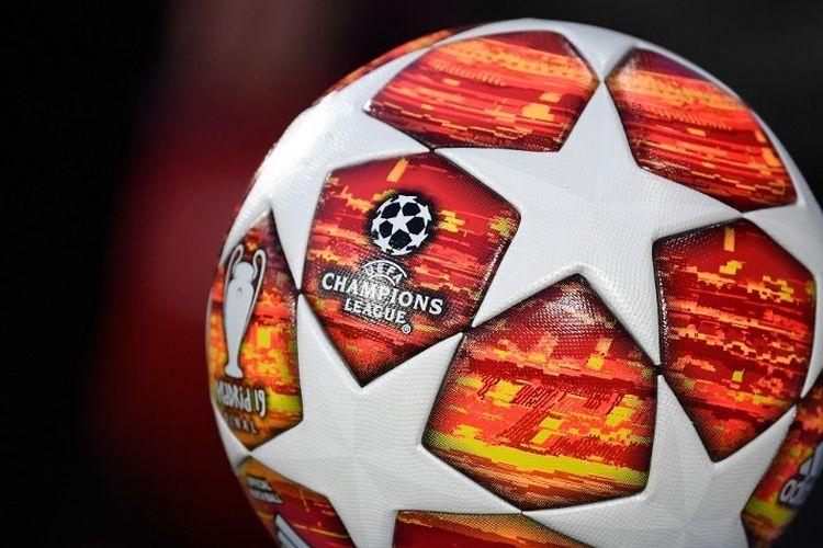 Bola yang digunakan pertandingan Liverpool vs Porto dalam perempat final Liga Champions di Stadion Anfield, 9 April 2019.