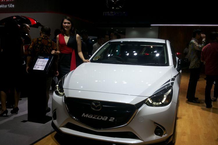 Unit Mazda 2 yang dipamerkan saat perhelatan Indonesia International Motor Show (IIMS) 2018.