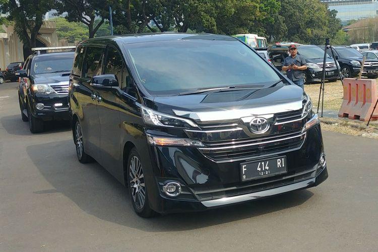 Mobil Ketua Umum Partai Demokrat Susilo Bambang Yudhoyono di kediamannya di Mega Kuningan, Jakarta, Jumat (10/8/2018).