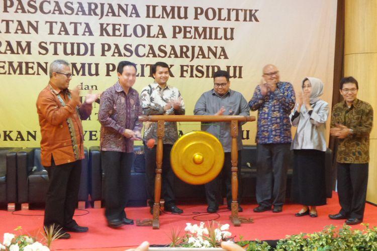 Kampus UI meresmikan program pascasarjana peminatan tata kelola pemilu di Aula Apung, Kampus UI Depok, Selasa (19/12/2017).