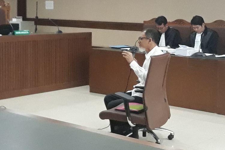 Mantan Kepala Biro Perencanaan dan Organisasi Bakamla, Nofel Hasan, duduk di kursi terdakwa di Pengadilan Tipikor Jakarta, Rabu (7/2/2018).