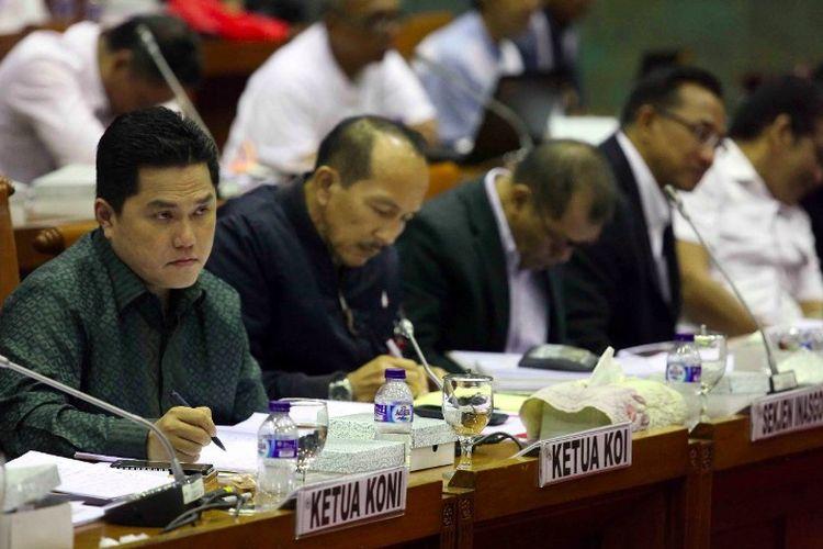 Erick Thohir (kiri) di hadapan Komisi X DPR