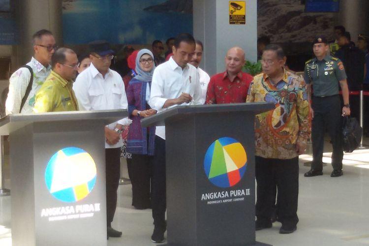Presiden Joko Widodo saat meresmikan terminal Bandara Depati Amir dan KEK Belitung, Kamis (14/3/2019).