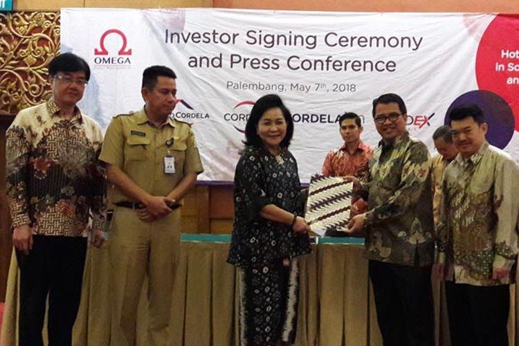 Penandatanganan kontrak kerja sama antara pihak Omega Hotel Management, operator Cordela Hotel dan para investor di Palembang, Senin (7/5/2018). Sebanyak 4 hotel akan segera beroperasi di Sumsel, 2 hotel di Palembang, dan 1 hotel di Sekayu, 1 hotel di Lubuklinggau dan 1 hotel di Bengkulu.