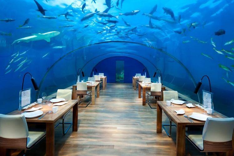 Ruang makan Muraka yang dibangun oleh Conrad Maldives Rangali di Maldives. Pembangunan vila hotel dengan kamar di bawah laut Samudera Hindia tersebut diklaim akan menjadi yang pertama di dunia.