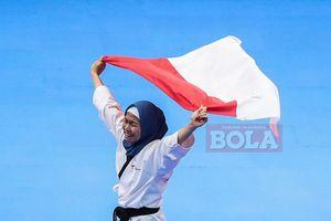 Defia Rosmaniar Sumbang Medali Emas Pertama bagi Indonesia