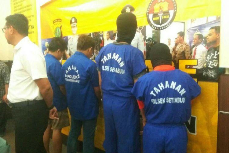 Tersangka perjudian yang diamankan di Mapolrestro Jakarta Selatan, Rabu (6/9/2017).