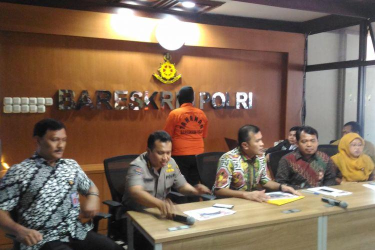 Badan Reserse Kriminal (Bareskrim) Polri dan Komisi Perlindungan Anak Indonedia (KPAI) menyampaikan kasus terlibatnya anak-anak dalam kejahatan siber di Bareskrim Polri, Jakarta, Jumat (9/11/2018).