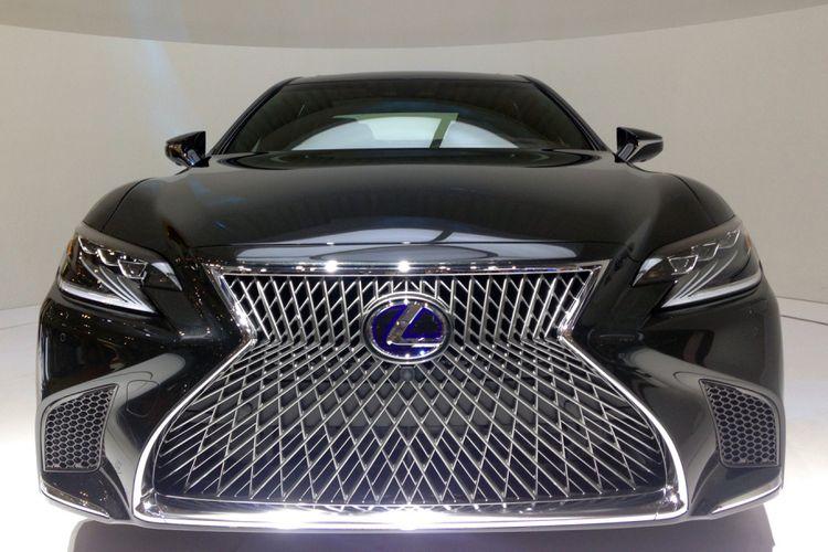 KompasOtomotif-Lexus LS 500 melantai di GIIAS 2017.