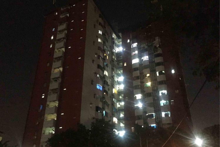 Seorang bocah berinsial AW (8) tewas tertimpa konblok saat melintas di sekitar Rumah Susun Tahap 3, Kemayoran, Jakarta Pusat, Sabtu (8/9/2018) siang.