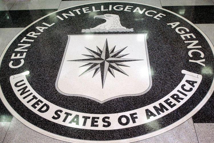 Logo Badan Intelijen Pusat Amerika Serikat (CIA) di markas besar mereka di Langley, Virginia, pada 3 Maret 2005.