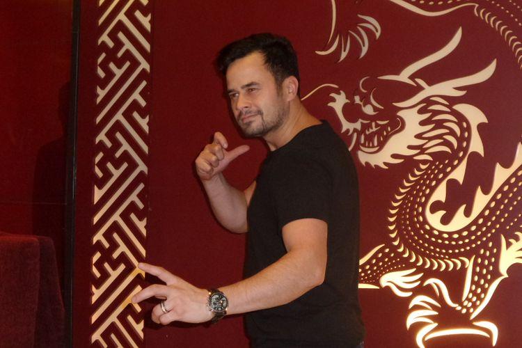 Pemeran Boba Fett dalam film Star Wars: Attack of the Clones, Daniel Logan, berpose di Hotel Sultan Jakarta, Jumat (27/10/2017). Kehadiran Daniel di Jakarta untuk mengikuti gelaran Indonesia Comic Con 2017 yang diselenggarakan di Jakarta Convention Center (JCC) pada tanggal 28-29 Oktober 2017.