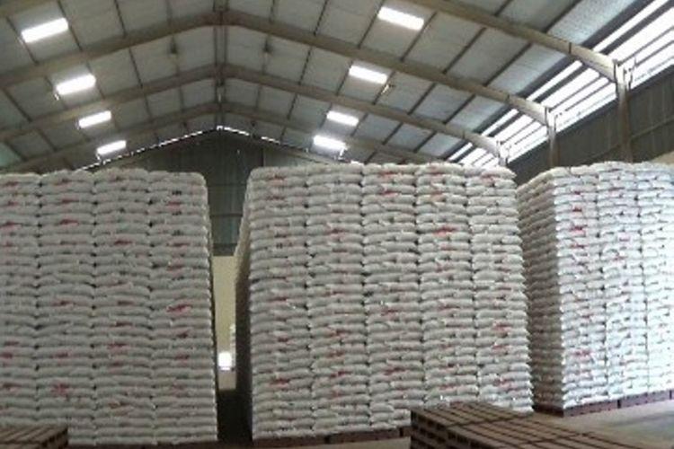 Tolak Impor beras, Pemerintah Kabupaten Polman, Sulawesi Barat, mengawali pasokan beras ke DKI unutk membantu stabilisasi harga pangan beras di DKI dan sekitarnya. Bupati Polewali Mandar Andi Ibrahim Masdar melepas secara resmi pengiriman beras tahap awal ke DKI Jakarta, Kamis (18/1/2018).