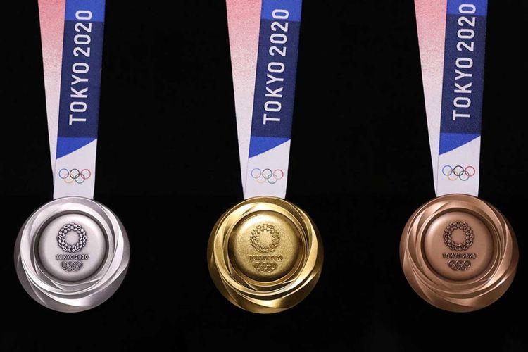 Medali Olimpiade Tokyo yang dibuat dari limbah elektronik. 6 juta di antaranya adalah limbah ponsel lawas yang diperoleh dari NTT DoCoMo.