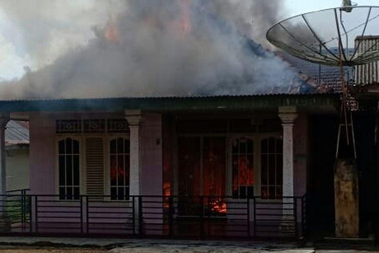 Rumah milik warga di Desa Air Mesu, Bangka Tengah, terbakar, Rabu (29/5/2019).