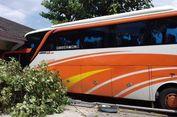 2 Ruko Hancur Diseruduk Bus yang Hendak Parkir