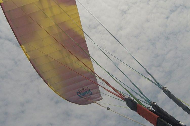 KompasTravel mencoba wisata terbang tandem paralayang dari Puncak Joglo, Desa Sendang, Wonogiri, Jawa Tengah. Pemandangan yang bisa terlihat dari Puncak Joglo adalah hamparan Waduk Gajah Mungkur.