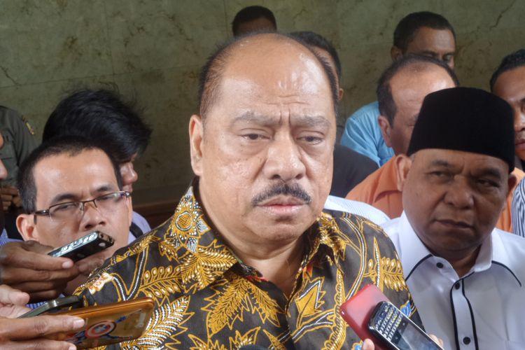 Anggota DPR RI Fraksi Partai Golkar Melchias Marcus Mekeng usai melapor di kantor Bareskrim Polri, Jakarta, Senin (20/3/2017).