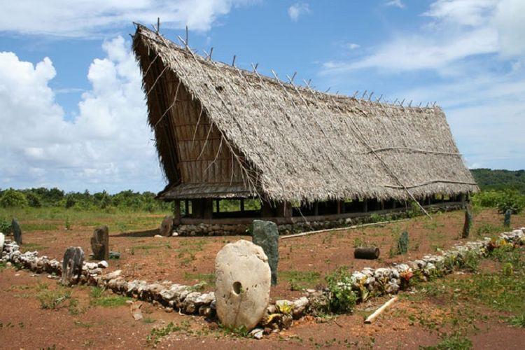 Uang Rai yang digunakan masyarakat Pulau yap berabad lalu. Sistem uang ini mirip bitcoin.