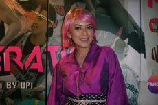 Ira Wibowo Tampil dengan Rambut Merah Muda