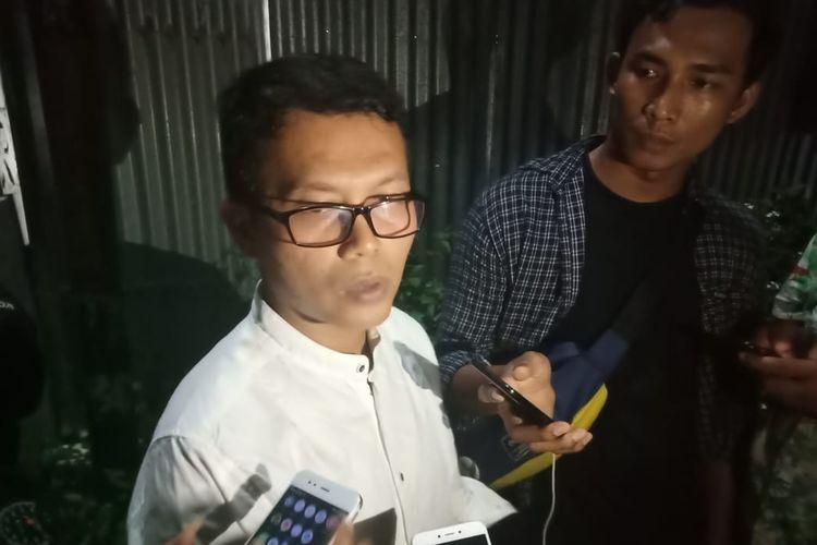 Handra, kakak kandung Zulfirman Syah, korban penembakan di Selandia Baru, Jumat (15/3/2019), memberikan keterangan kepada awak media.