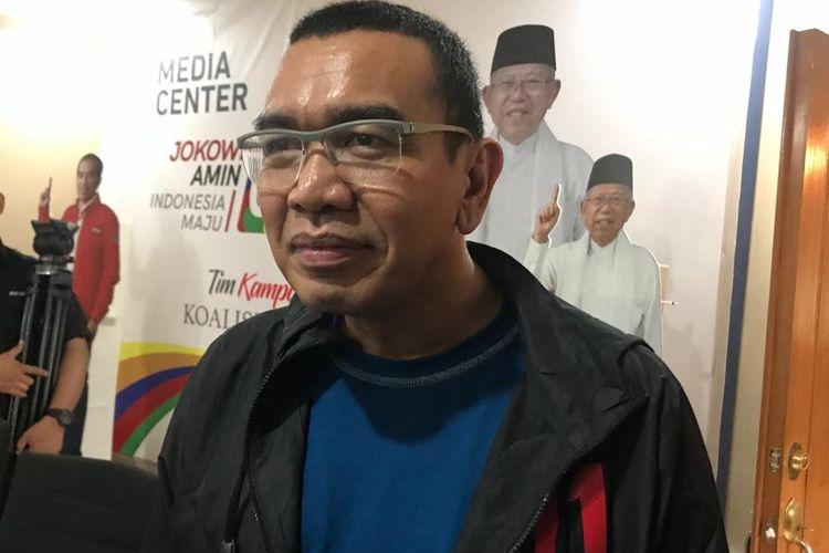 Juru Bicara TKN Jokowi-Maruf Amin, Arya Sinulingga, saat konferensi pers di Posko Cemara, Jakarta Pusat, Selasa (12/3/2019).