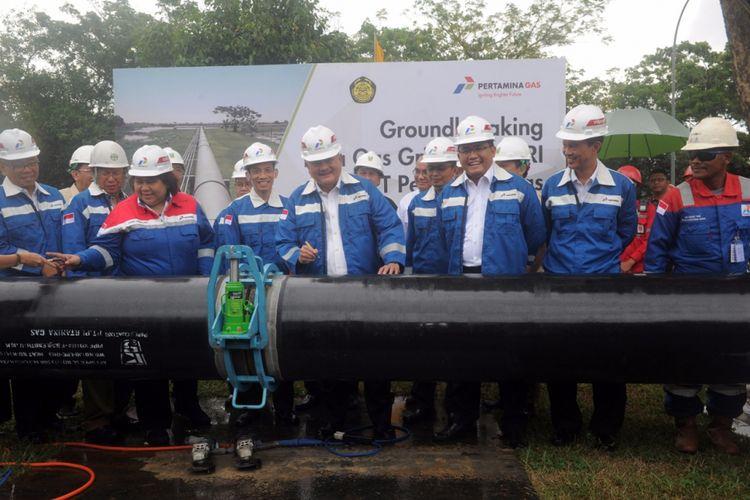 Wakil Menteri Energi dan Sumber Daya Mineral (ESDM) Republik Indonesia Arcandra Tahar meresmikan groundbreaking pipa gas bumi Open Access Grissik-PUSRI di Komplek PT. PUSRI Palembang, Selasa (29/8/2017)