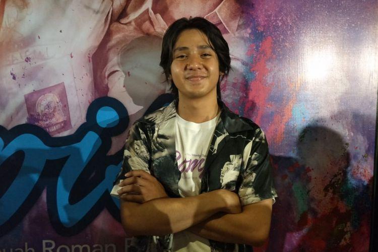 Arbani Yasiz berpose saat ditemui usai jumpa pers peluncuran poster dan trailer film Rompis di kawasan Gondangdia, Jakarta Pusat, Jumat (20/7/2018).