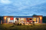 Dua Kontainer Ini Disulap Jadi Rumah Ciamik