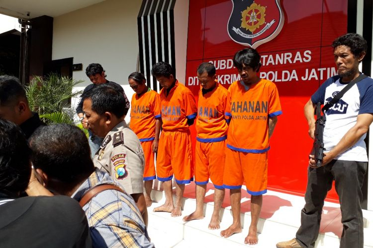 Empat preman Terminal Bungurasih Surabaya diamankan di Mapolda Jatim, Jumat (5/10/2018)