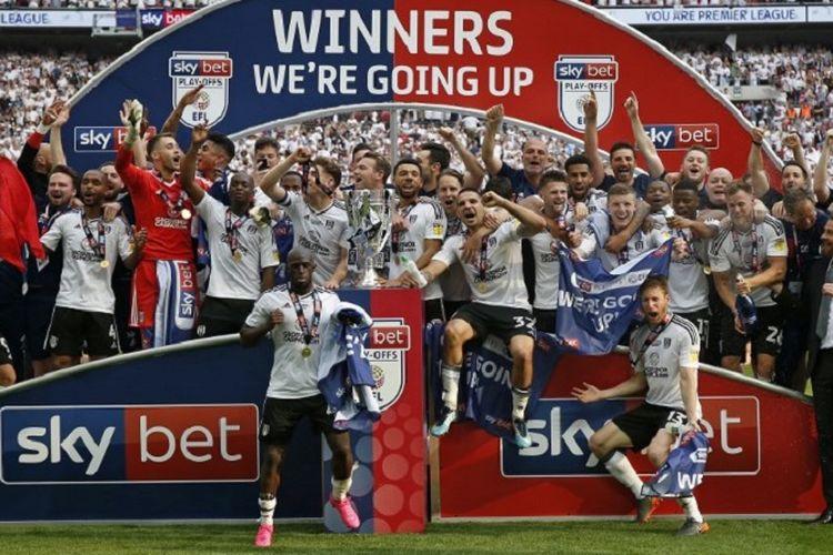 Fulham merayakan keberhasilan meraih tiket promosi ke Premier League seusai menang tipis atas Aston Villa di Wembley, 26 Mei 2018. (AFP/IAN KINGTON)