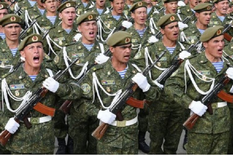 Setiap warga Tajikistan yang memenuhi syarat diwajibkan ikut wajib militer selama dua tahun.