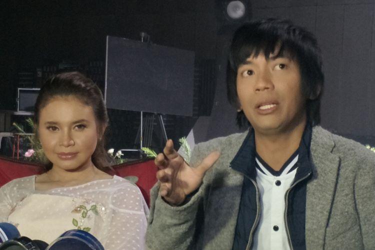 Rossa dan Rian DMASIV ditemui di sela shooting video klip untuk singel Pernah Memiliki di Karnos Studio, Cibubur, Depok, Jawa Barat, Selasa (6/2/2018).