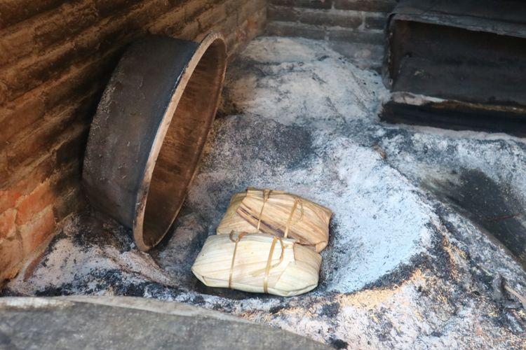 Bebek betutu yang dimasak dengan cara tradisional.