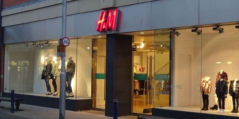 Gerai H&M yang tutup di kota Scunthorpe, Inggris.